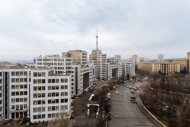 Vista superior del Derzhprom - contenga la industria del estado, un monumento de fotos de archivo libres de regalías