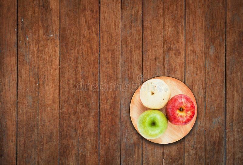 Vista superior del diferente tipo tres de manzanas foto de archivo