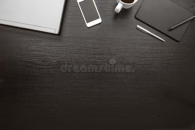Vista superior del escritorio de oficina blanco y negro, fondo del negocio imagenes de archivo