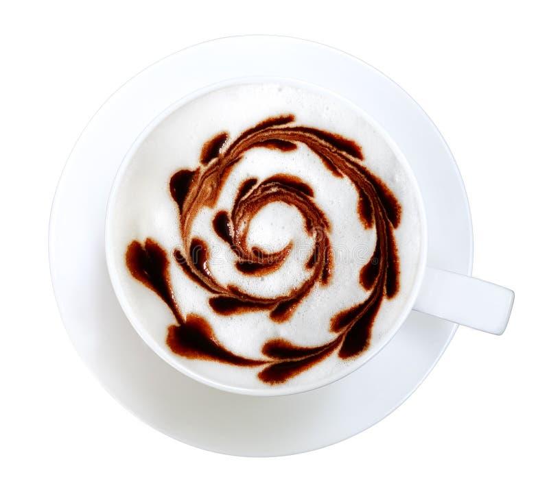 Vista superior del espiral caliente de la forma del corazón del chocolate del arte del latte del café de la moca aislado en el fo foto de archivo