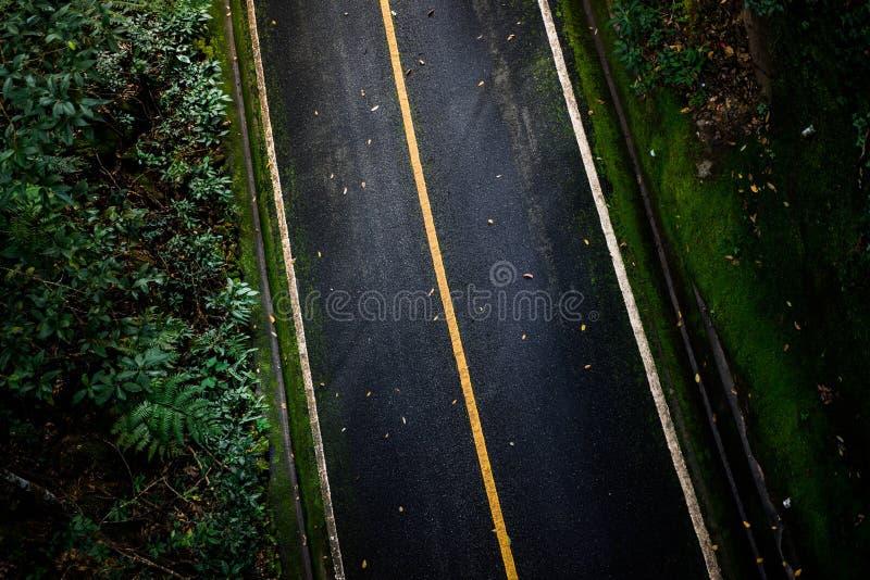 Vista superior del fondo de la textura del asfalto Camino vacío de la visión superior imagen de archivo libre de regalías