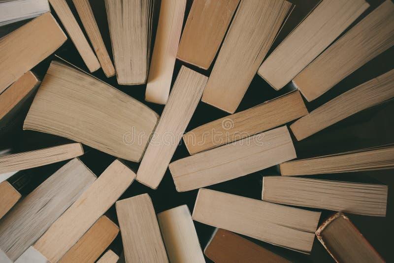 Vista superior del fondo de los libros del vintage Librería vieja Concepto de la educación y de la sabiduría fotos de archivo libres de regalías