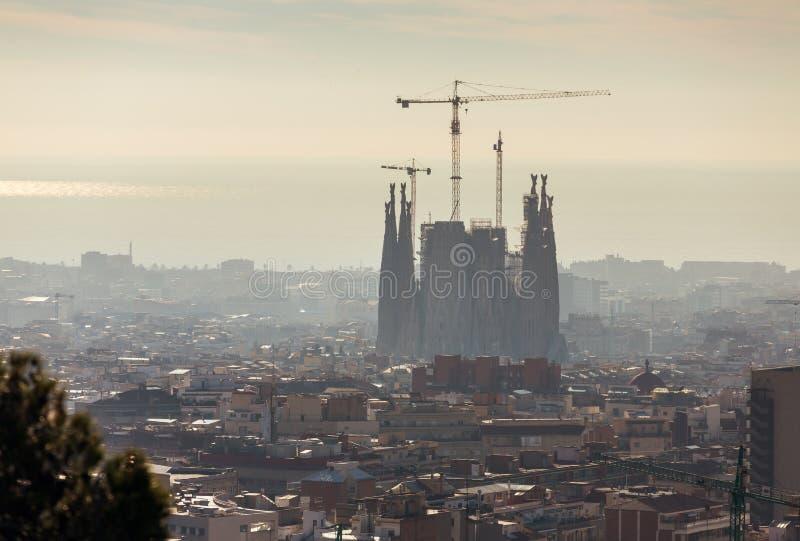 Vista superior del horizonte de la ciudad de Barcelona en el tiempo del día foto de archivo