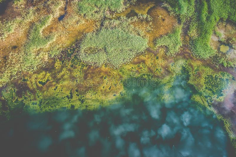 Vista superior del lago aéreo fotos de archivo libres de regalías