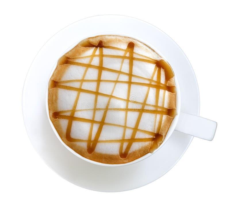 Vista superior del macchiato caliente del caramelo del arte del latte del café aislado en el fondo blanco, trayectoria imagen de archivo libre de regalías