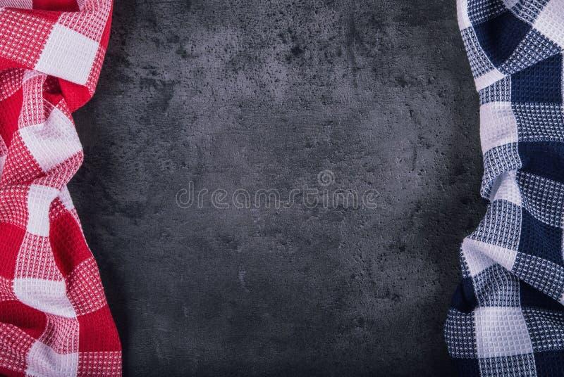 Vista superior del mantel a cuadros de la cocina en el for Piedra granito para cocina precios