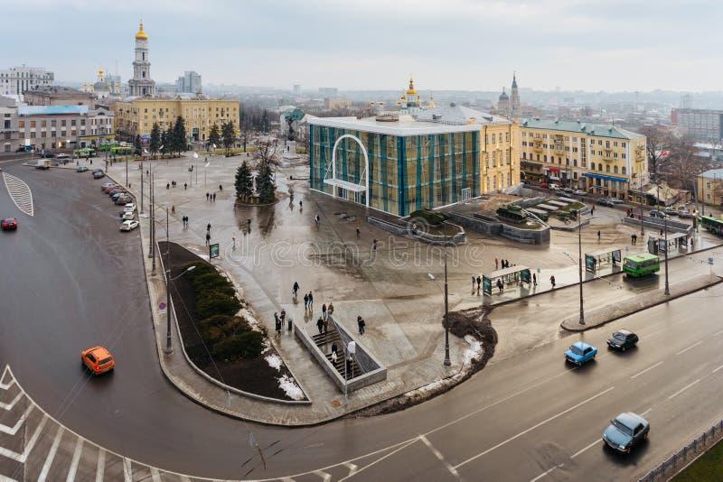 Vista superior del museo histórico, monumento de la independencia, catedral de Dormition en el cuadrado de la constitución en Jár fotos de archivo