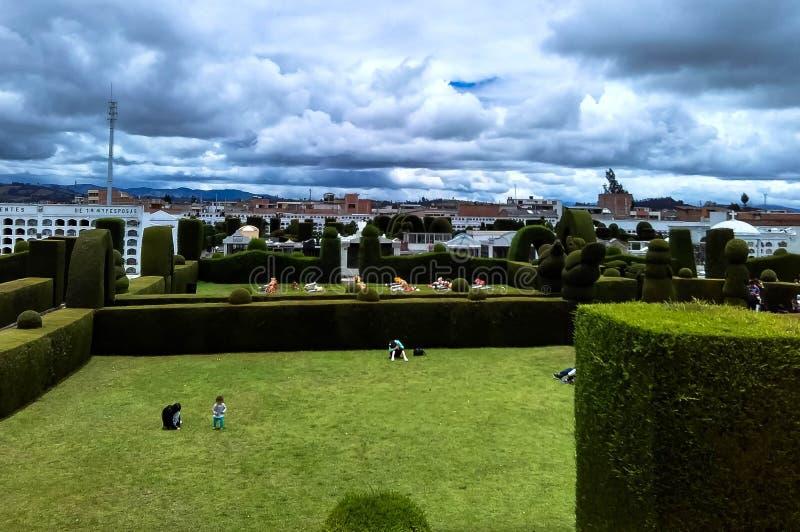 Vista superior del parque del cementerio con la vista del cielo imagen de archivo libre de regalías