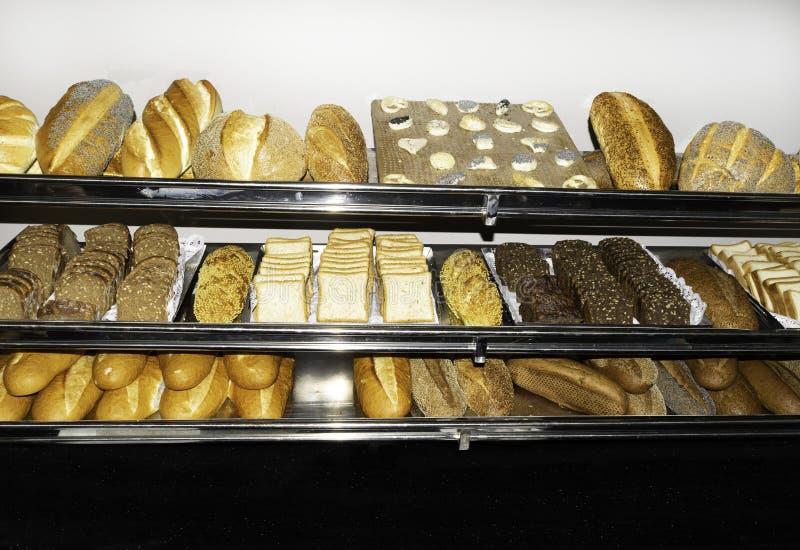 Vista superior del surtido de diferente tipo de panadería del cereal: diversos panes foto de archivo