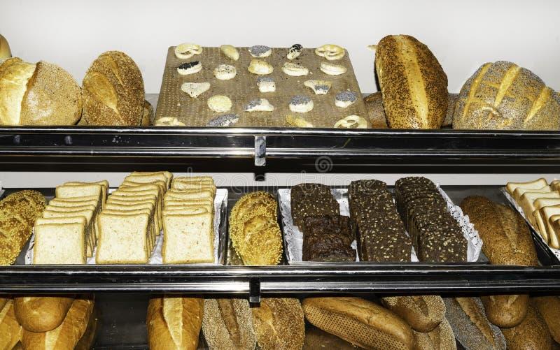 Vista superior del surtido de diferente tipo de panadería del cereal: pan fotografía de archivo