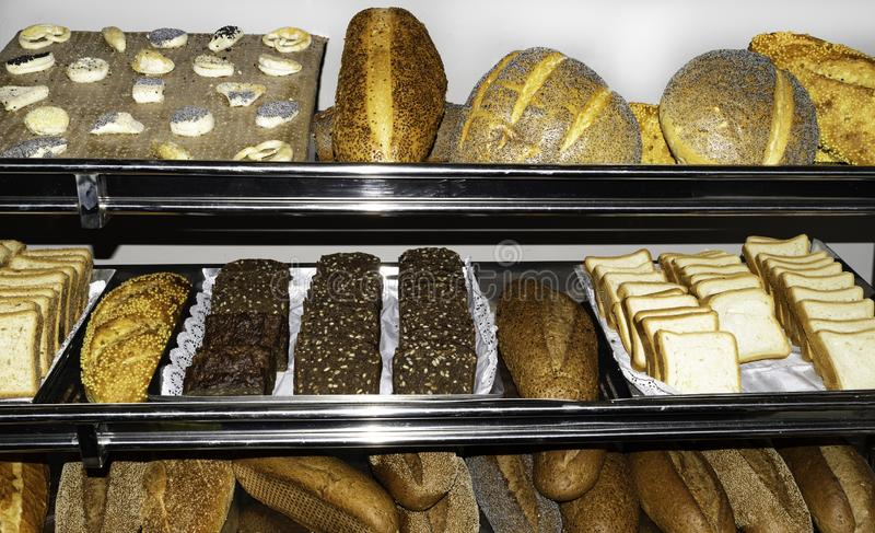 Vista superior del surtido de diferente tipo de panadería del cereal: pan fotografía de archivo libre de regalías