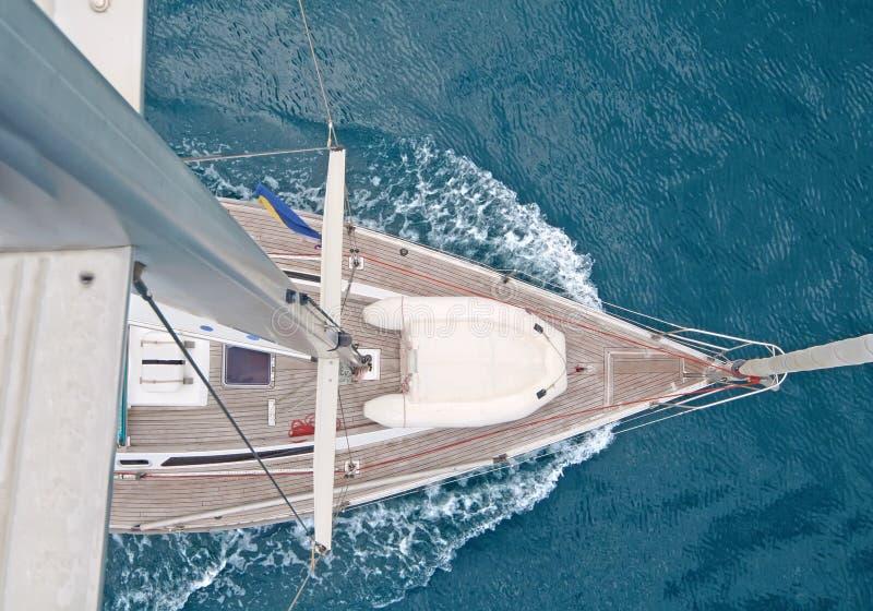 Vista superior do barco de navigação fotografia de stock