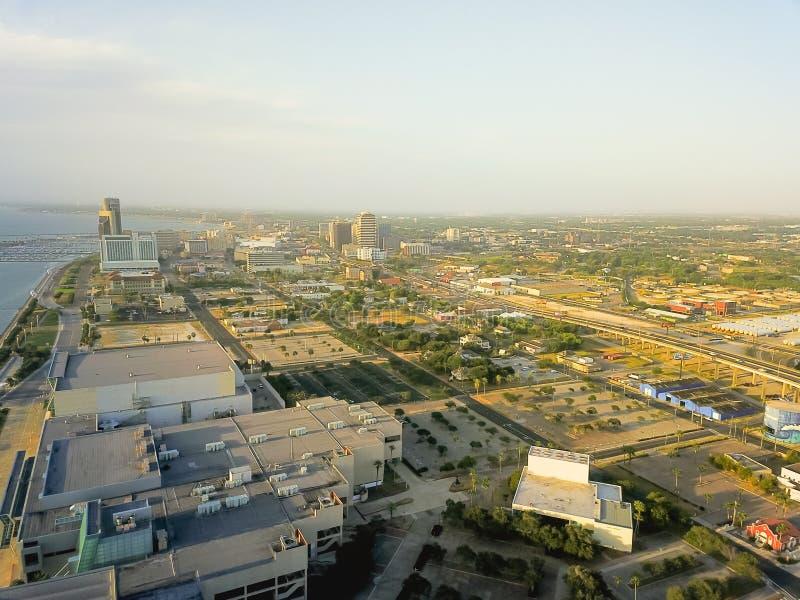 Vista superior do Corpus Christi do centro da margem com o porto nos vagabundos imagem de stock royalty free