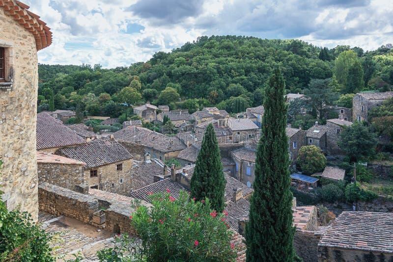 Vista superior dos telhados de Saint Montan da vila imagem de stock royalty free