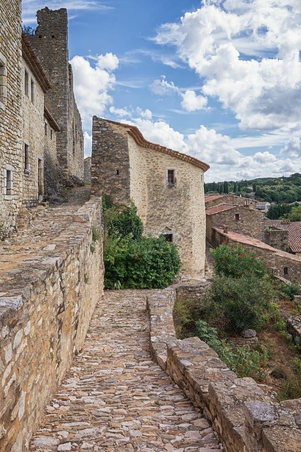 Vista superior dos telhados de Saint Montan da vila com o re fotos de stock