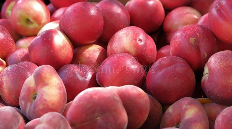 Vista superior em frutos frescos no mercado do fazendeiro imagem de stock