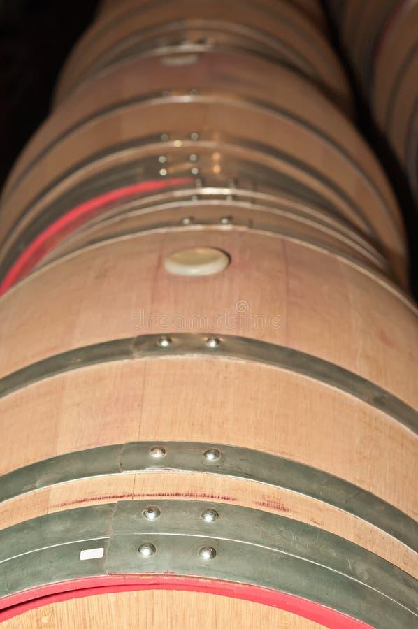 Vista superior, fim acima dos tambores de vinho de madeira fotografia de stock