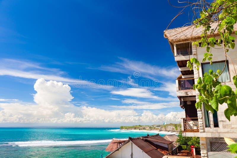 Vista superior na praia tropical Bali, Indonésia imagens de stock royalty free
