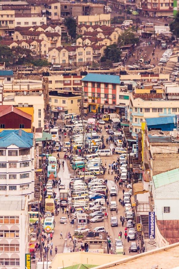 Vista superior no distrito financeiro central de Nairobi do heliporto de Kenyatta International Conference Centre imagem de stock