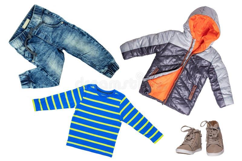 Vista superior no grupo do menino da criança de roupa Colagem da roupa do fato Calças de brim, camisa, sapatas e revestimento mor ilustração do vetor