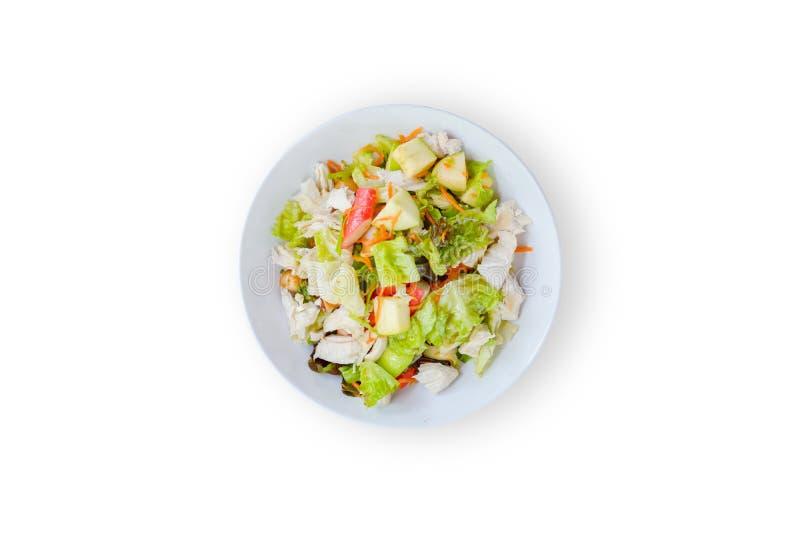 Vista superior A salada de frango fervida com maçã, Kani, carrort cortou, alface na bacia branca isolada no fundo branco Alimento foto de stock royalty free