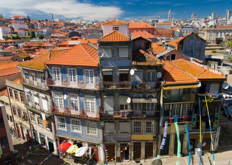 Vista superiore aerea dei tetti arancio della città di Oporto Oporto, Portogallo immagine stock