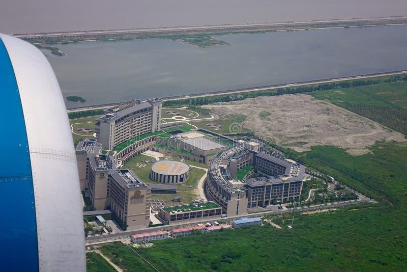 Vista superiore aerea della costruzione moderna fotografie stock