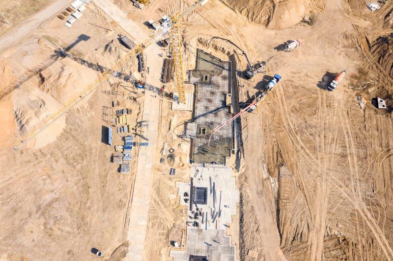 Vista superiore aerea di zona residenziale della città in costruzione Fotografia del fuco fotografia stock libera da diritti