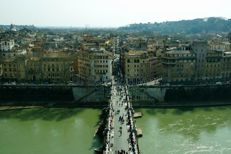 Vista superiore al Tevere ed ai ponti da castel del san Angelo fotografia stock