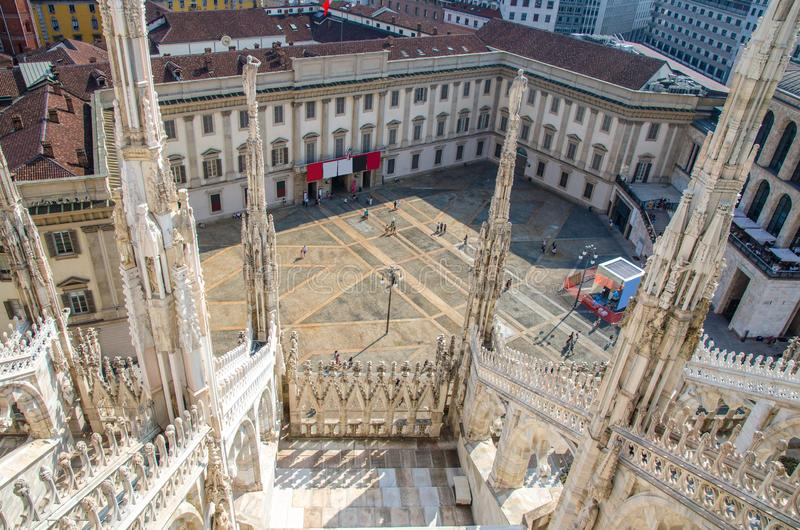 Vista superiore dal tetto della cattedrale famosa di Milano dei Di del duomo, Milano, I fotografie stock libere da diritti