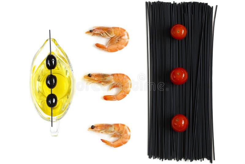 Vista superiore del gamberetto e degli spaghetti neri fotografie stock