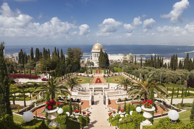 Vista superiore del giardino e di Haifa di Bahai, fotografia stock