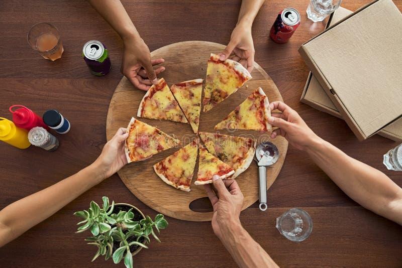 Vista superiore del partito della pizza fotografie stock