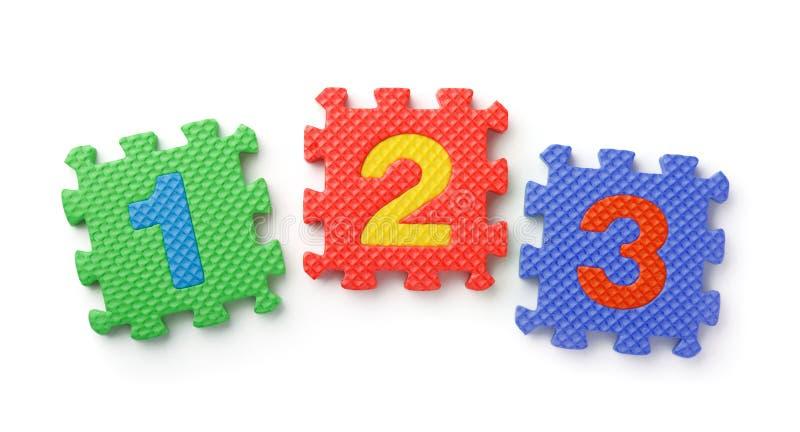 Vista superiore del puzzle della schiuma di numeri di per la matematica fotografie stock libere da diritti