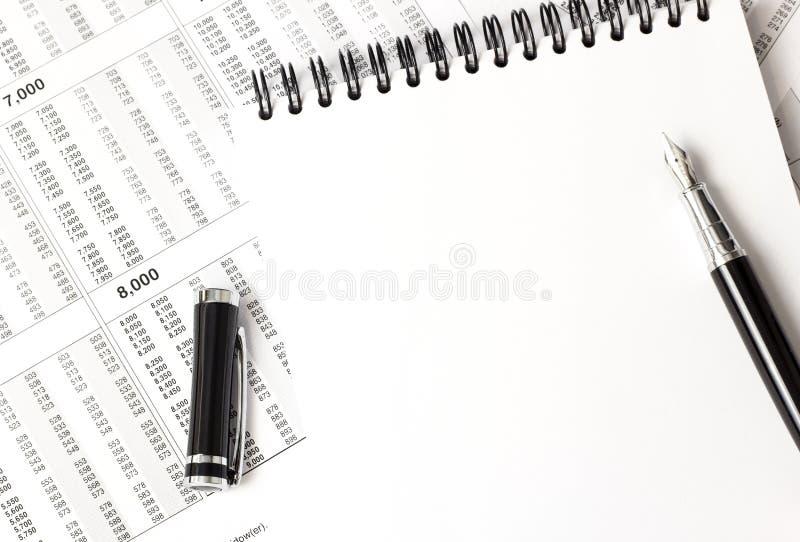 Vista superiore del taccuino bianco, articoli per ufficio fotografie stock libere da diritti