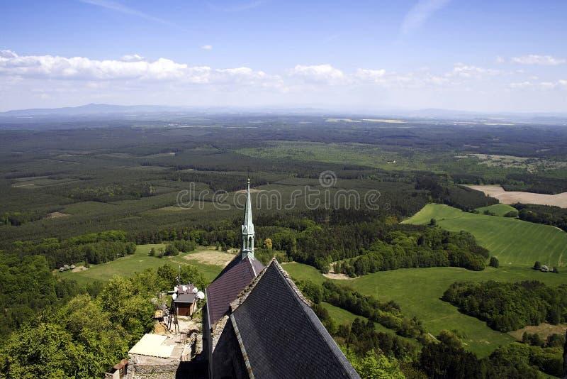 Vista superiore del tetto del campanile della chiesa immagine stock libera da diritti