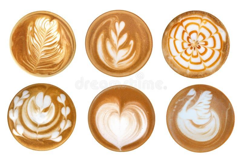 Vista superiore dell'insieme caldo della schiuma di arte del latte del caffè isolato sulla parte posteriore di bianco immagini stock libere da diritti