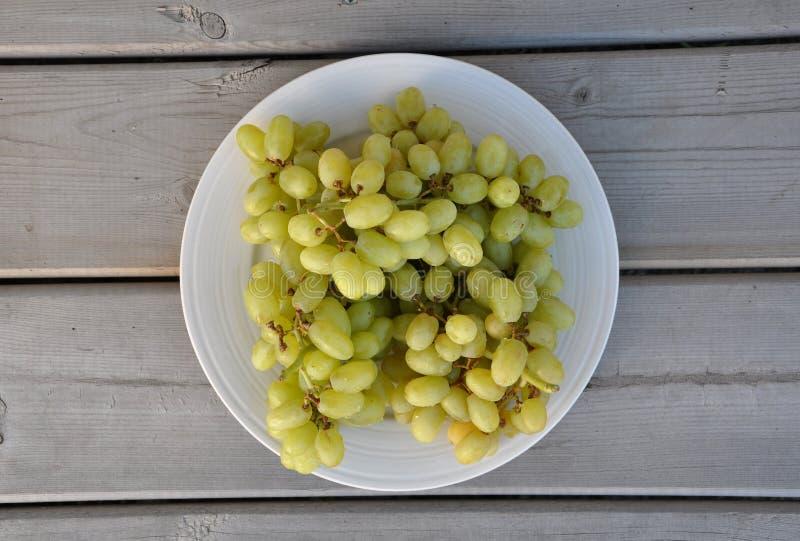 Vista superiore dell'uva verde fotografia stock