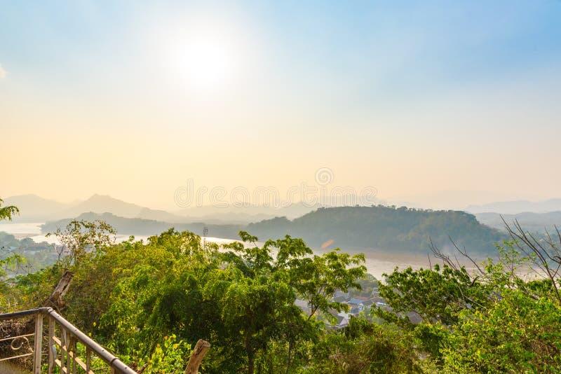 Vista superiore della città di Luang Prabang, Laos fotografie stock libere da diritti
