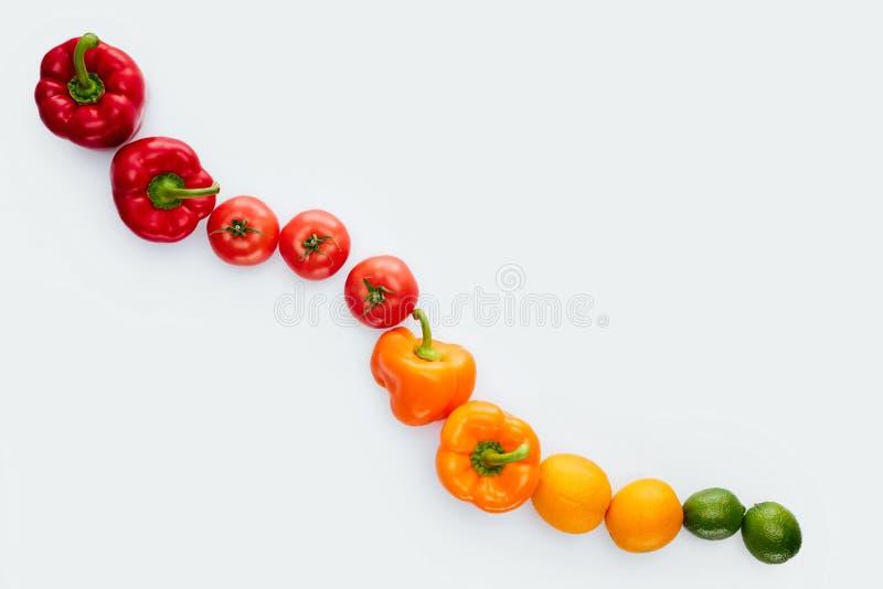 vista superiore della curva delle verdure e della frutta immagine stock libera da diritti