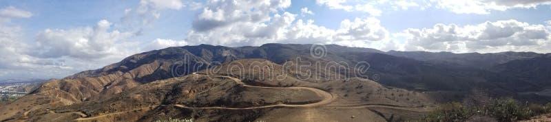 Vista superiore della montagna vicino alla traccia del canyon del carbone in Santa Ana Mountains fotografia stock