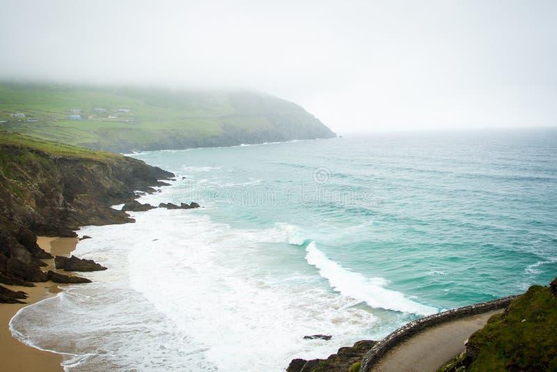 Vista superiore della spiaggia delle Dingle immagini stock