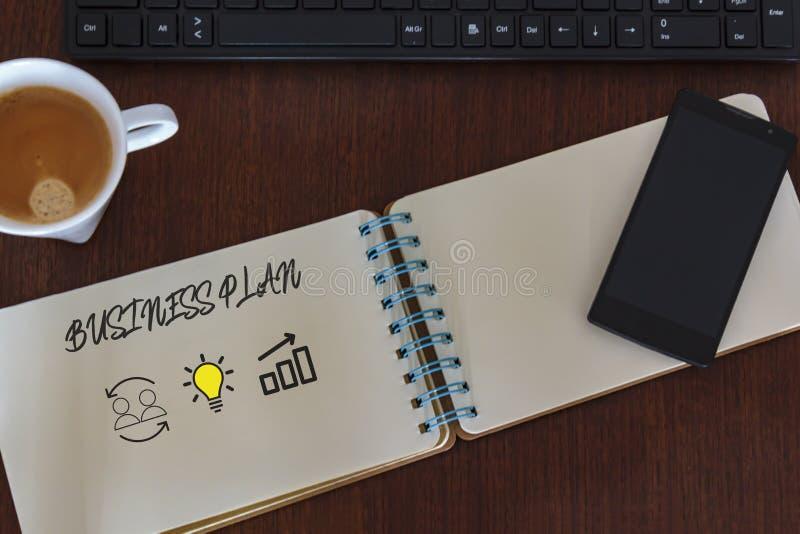 Vista superiore della tavola dello scrittorio con il taccuino con il business plan Lavoro di squadra e riuscito concetto di idea fotografie stock libere da diritti