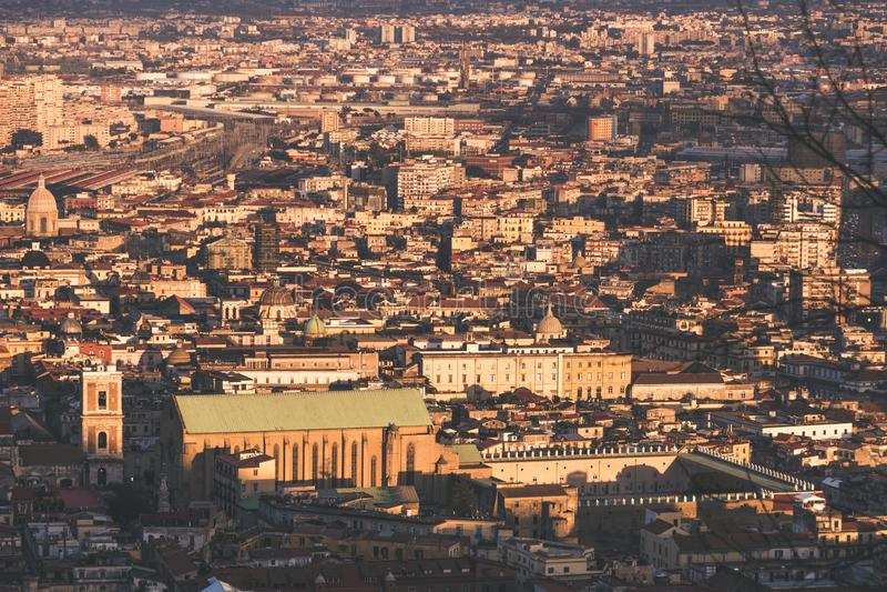 Vista superiore delle vie del centro storico di Napoli fotografie stock libere da diritti