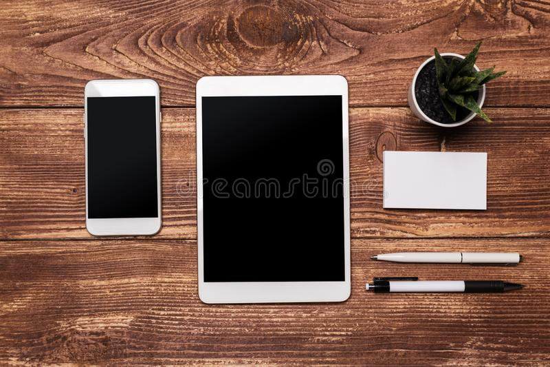 Vista superiore dello schermo nero dello spazio in bianco bianco della compressa per l'esposizione della pubblicit? o l'altra pro immagine stock libera da diritti