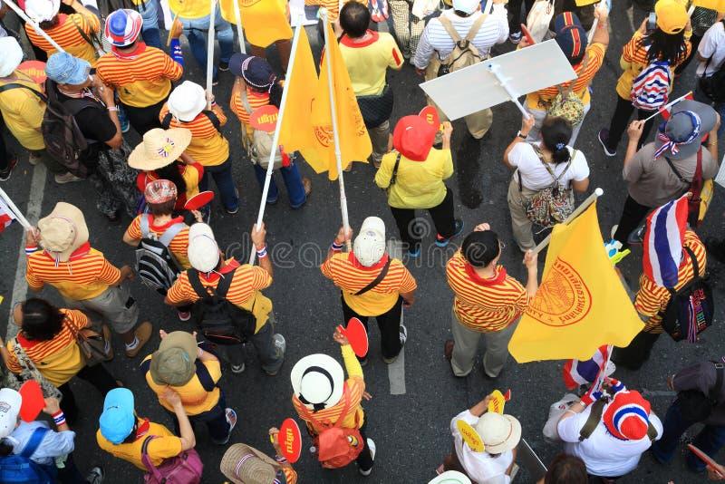 Vista superiore di marcia tailandese dei protestatari fotografie stock libere da diritti