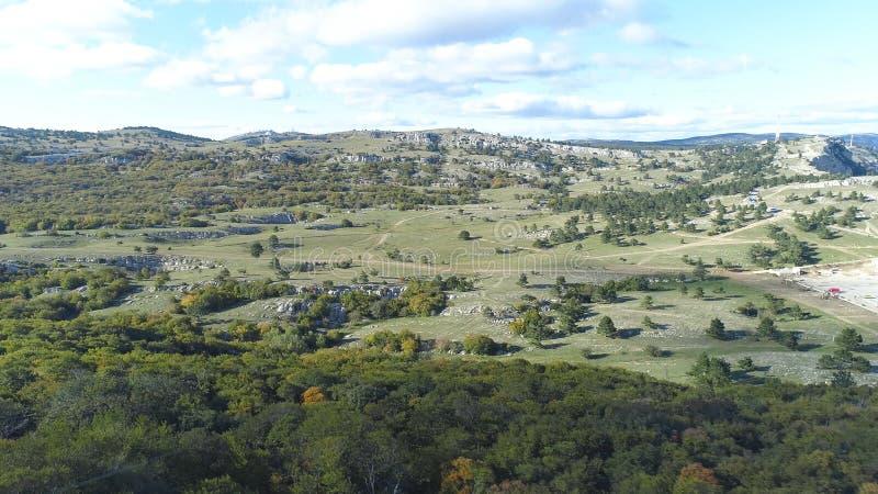 Vista superiore di paesaggio roccioso della valle colpo Paesaggio panoramico della valle della montagna il giorno soleggiato Vist fotografia stock