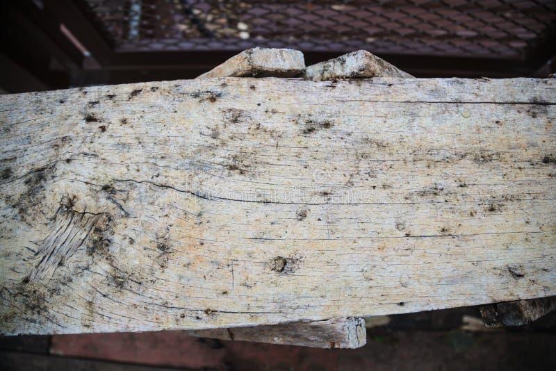 Vista superiore di vecchio fondo di legno strutturato sbiadito invecchiato del pavimento della plancia dell'armatura di legno del fotografia stock libera da diritti