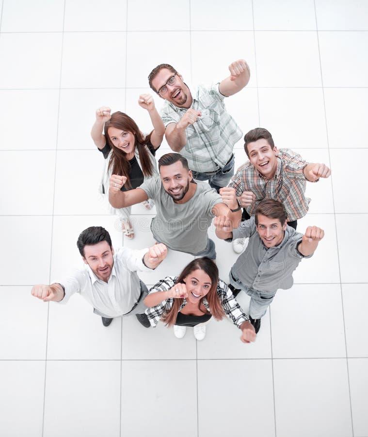 Vista superiore gruppo molto felice di affari fotografie stock