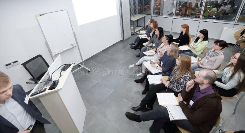 Vista superiore il management team ad una riunione d'affari fotografia stock libera da diritti